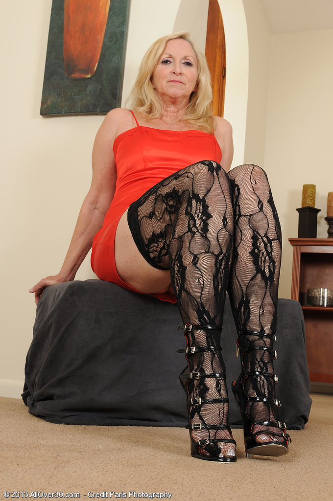 57 Year Old Annabelle from  Onlyover30 Looking  Hot in Her Ebony Tights