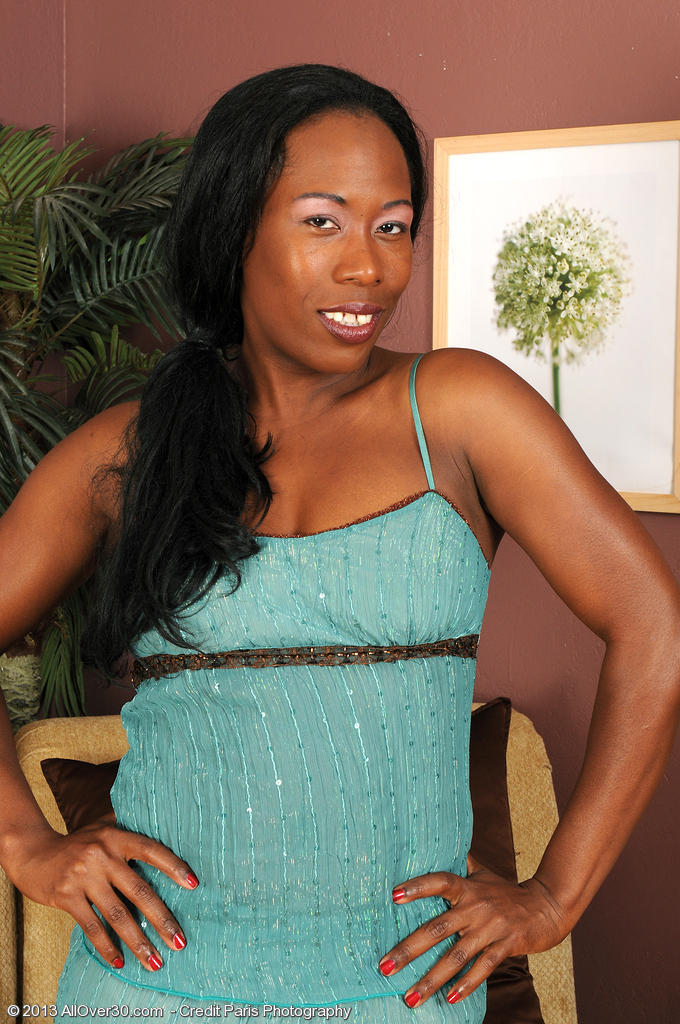 Chocolate and Elegant Milf Sammi Ross from  Onlyover30 Looking Splendid
