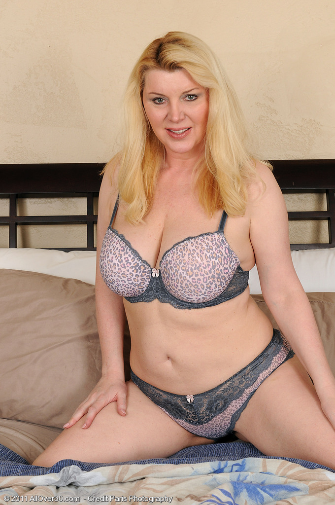 Lacy Venice in Hawt Undies Shows off Her 51 Year Old Aged Assets
