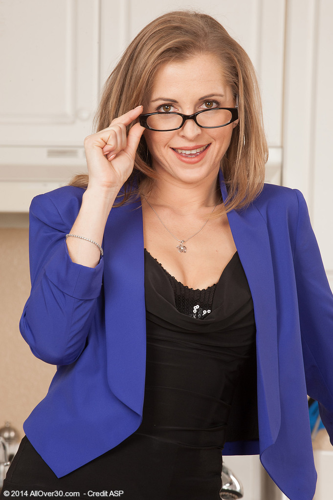Golden-haired Milf Melissa Rose Takes off Her Glasses and Clothes Here