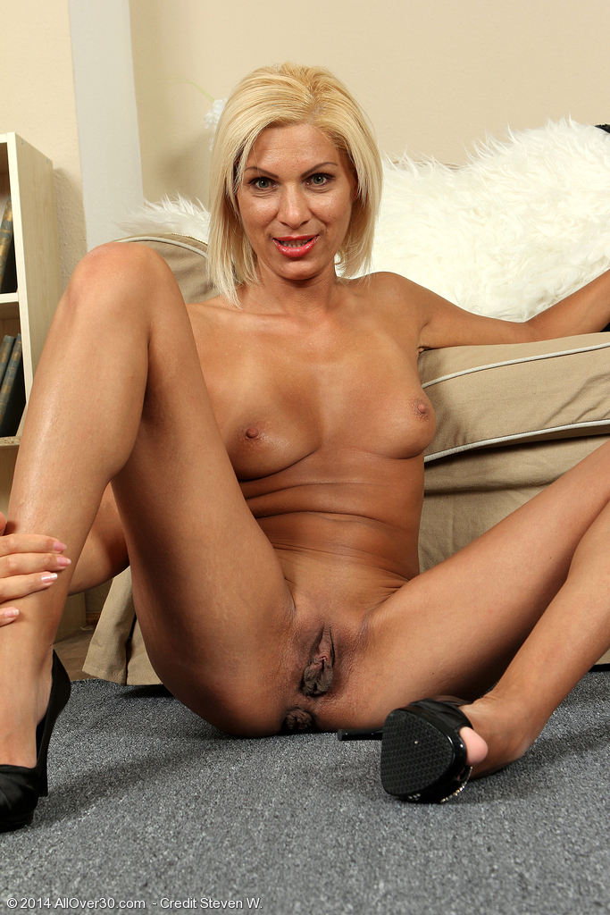 Blonde plays with her dildo on the webcam 7