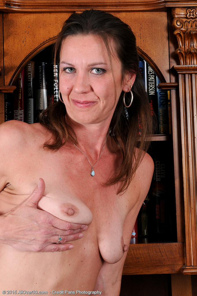 2 hot amateur milfs share one cock with facial cumshot 4