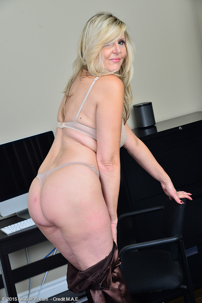 Vel001039005266007 - Only Over 30 Milfs
